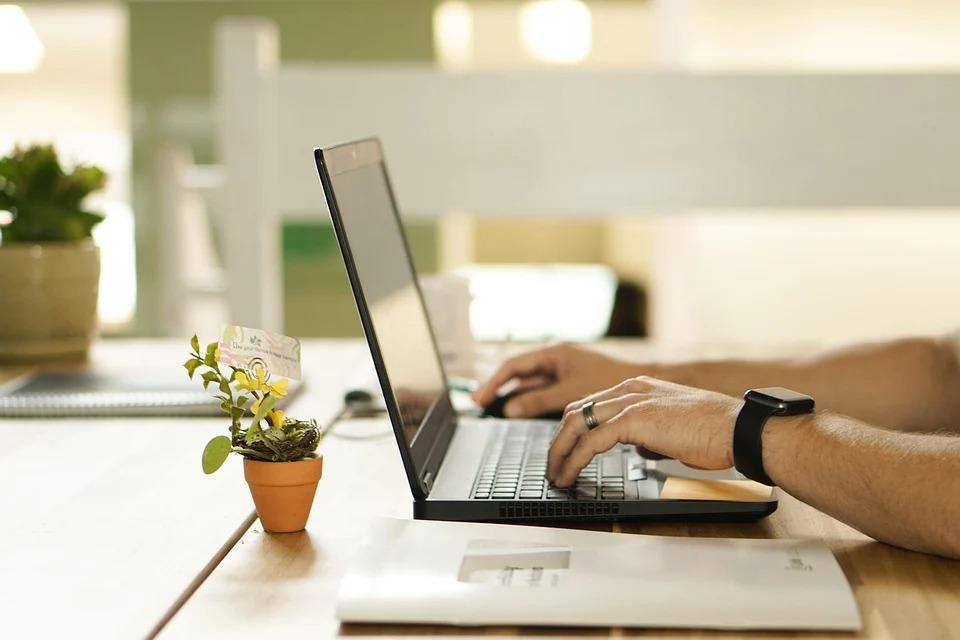 colaborare redactare articole - servicii creare continut